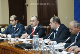 Defense Minister deems confidence priority in Armenian army