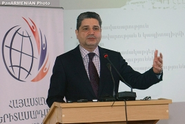 Armenian PM briefs students on predicament solutions
