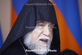 Catholicos Aram we meets Lebanon's Armenian Relief Cross reps