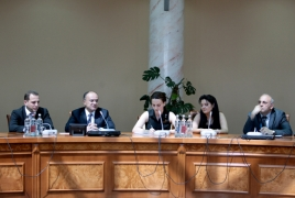 Defense Minister Ohanyan meets Armenian Diaspora youths