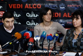 Armenians cite to applaud New Year in a countryside